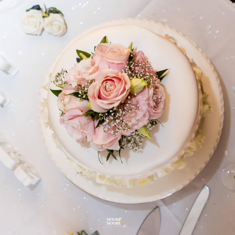 Wedding Cake. Tylney Hall Wedding Photography by Moore & Moore Photography, Wedding Photographer Hampshire