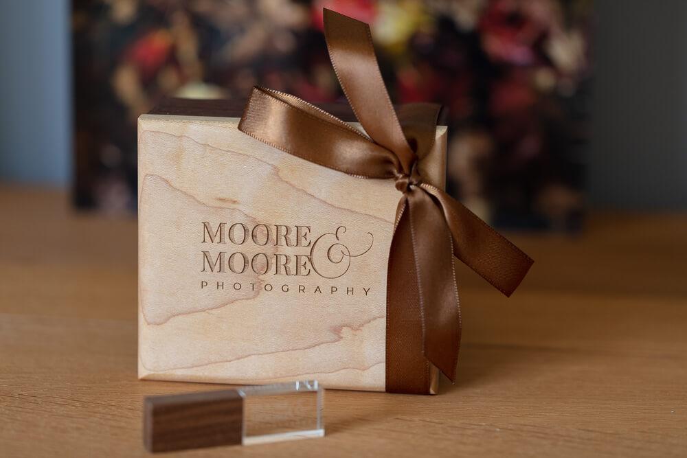 walnut-maple-usb-box-wedding-photos-by-moore-moore-photography-hampshire-9164