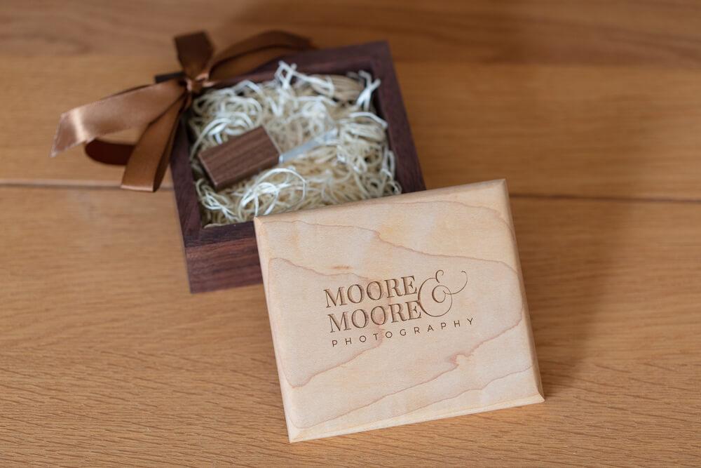 walnut-maple-usb-box-wedding-photos-by-moore-moore-photography-hampshire-9170