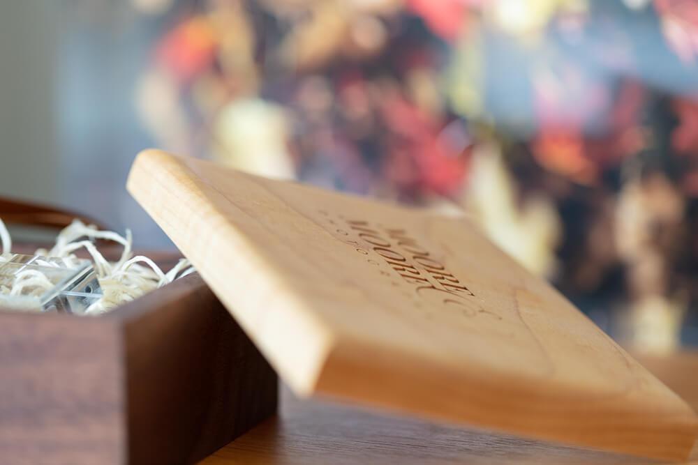 walnut-maple-usb-box-wedding-photos-by-moore-moore-photography-hampshire-9173