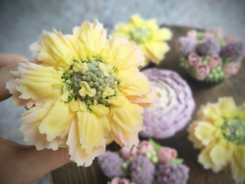 lemon-scabiosa-cupcake