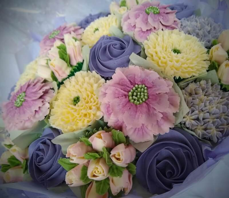 purple-lilac-pink-white-cupcake-bouquet