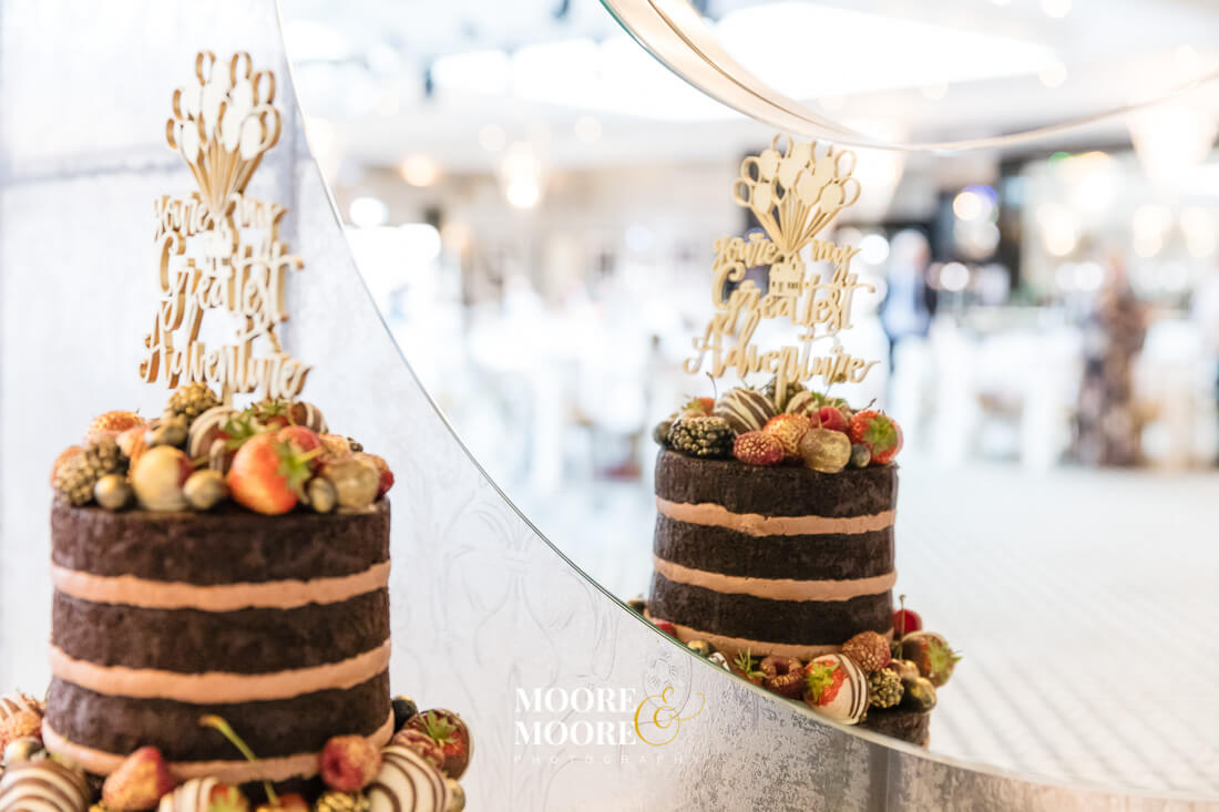 wedding-cup-cakes-wedding-photographer-hampshire-moore-moore-photography-6940